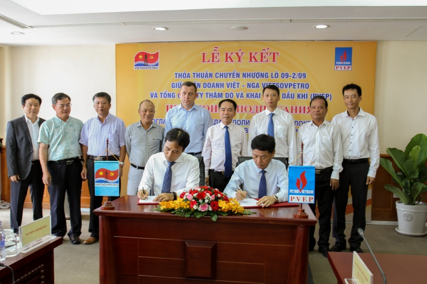 SIGNING CEREMONY OF THE FARM-OUT AGREEMENT FOR BLOCK 09-29 BETWEEN PVEP AND VIETSOVPETRO